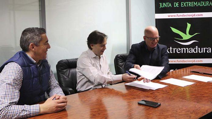 El Club Magic Extremadura firma un convenio con la Federación Internacional de Ajedrez