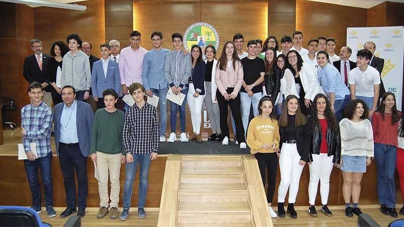 La Universidad de Extremadura entrega los premios 'Investigar en Ciencias', patrocinados por Caja Rural de Extremadura