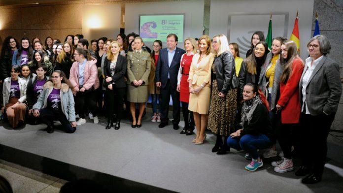 Acto institucional de conmemoración del Día internacional de la mujer. Grada 133. Asamblea de Extremadura