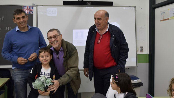 Alumnos del colegio Enrique Segura Covarsí de Badajoz colaboran en la campaña 'Gigantes contra el hambre'