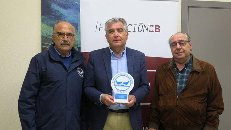 Fundación CB entrega la recaudación del concierto de 'Puerto D`Indias' al Banco Alimentos de Badajoz