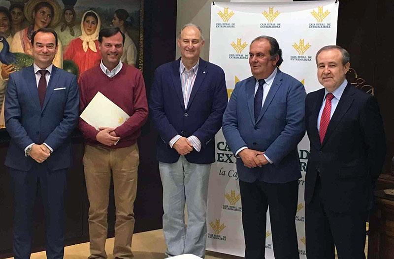 Caja Rural de Extremadura y el Colegio de Veterinarios de Badajoz firman un convenio de colaboración