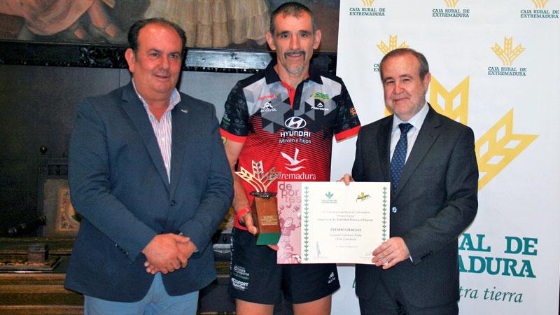 Kini Carrasco recoge el premio Espiga 'Gracias' a la actividad física y el deporte de Caja Rural de Extremadura