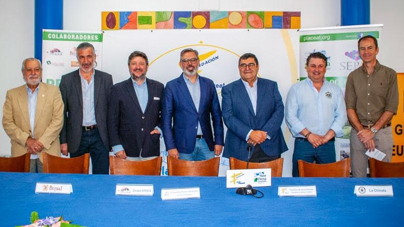 La Fundación Placeat reconoce con su galardón a José Julián Barriga y al diario Hoy