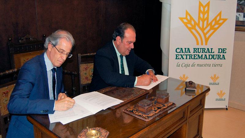 Caja Rural de Extremadura patrocinará las escuelas de pádel adaptado para personas con diversidad funcional en la región