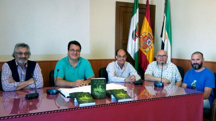 José Antonio Ramos, Marcelino Moreno y Tino Escribano editan el libro 'La villa de Botija'