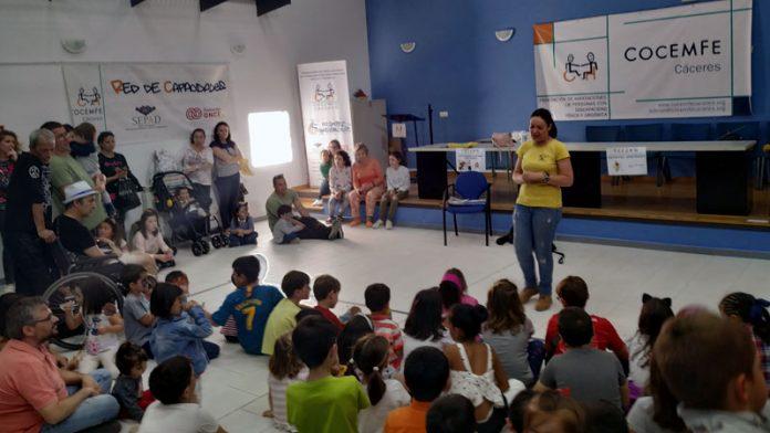 Más de 200 personas asistieron a la V Fiesta infantil de la primavera de Cocemfe Cáceres