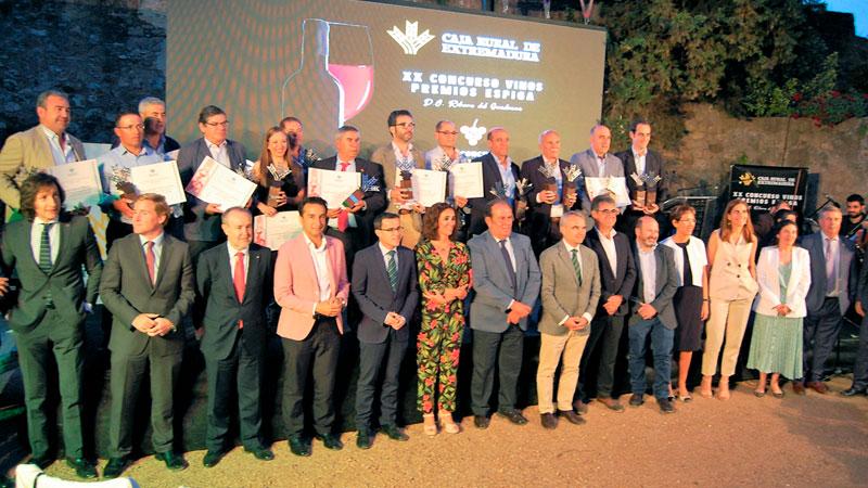 Caja Rural de Extremadura entrega los Premios Espiga Vinos Ribera del Guadiana y Tapón de corcho