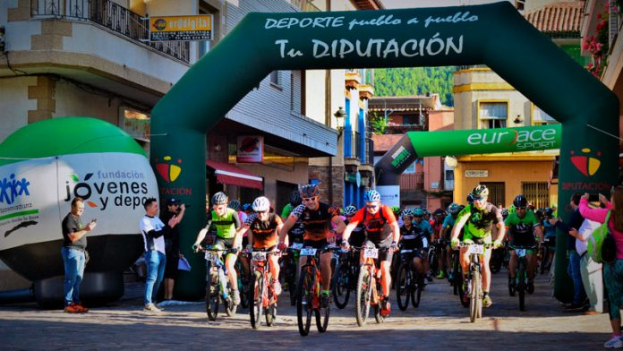 El cicloturismo congrega en las Hurdes a aficionados de toda Extremadura y de otros puntos de España