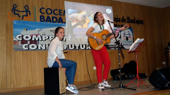 Maritune ofrece un concierto acústico contra la violencia de género en la sede de Cocemfe Badajoz