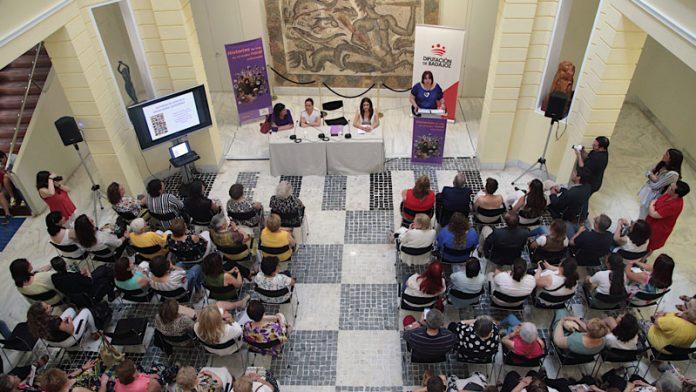 La Federación de Asociaciones de Mujeres Rurales edita el libro 'Historias de la vida en el medio rural extremeño'