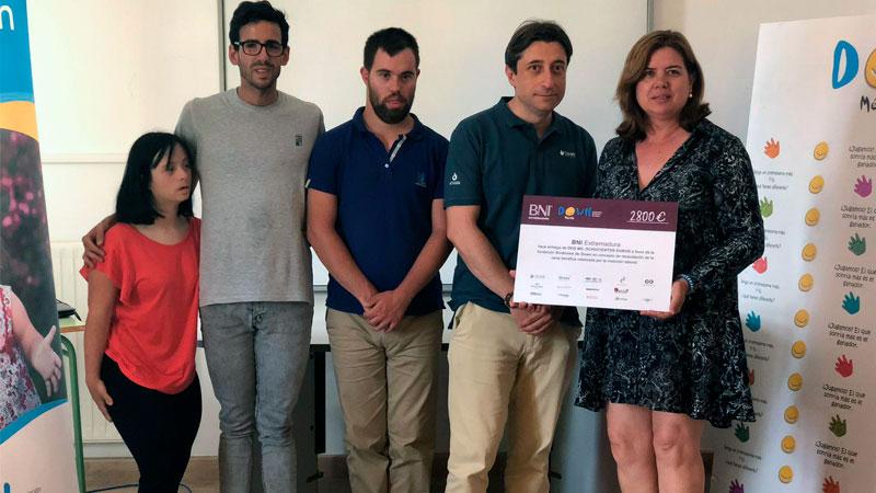 Down Mérida recibe la recaudación de la cena benéfica organizada por BNI Extremadura y BNI Emprendedores Mérida