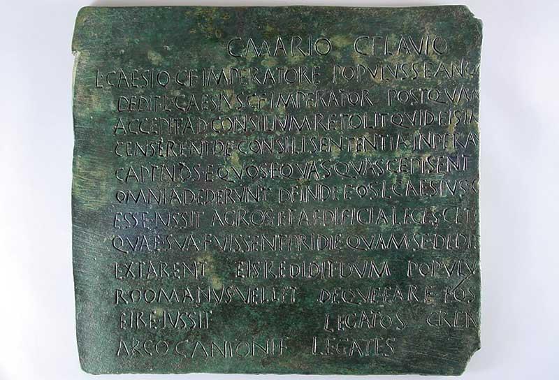 Los nombres de nuestros antepasados: Arco. Grada 136. Arqueología