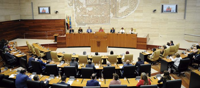 La Asamblea de Extremadura inicia la X Legislatura. Grada 136