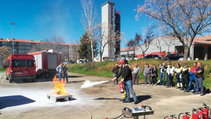Trabajadores municipales reciben formación sobre prevención de incendios. Grada 136. Fempex