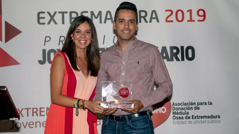 Ismael Villalobos de Matías recibe el Premio Joven Empresario 2019 de AJE Extremadura