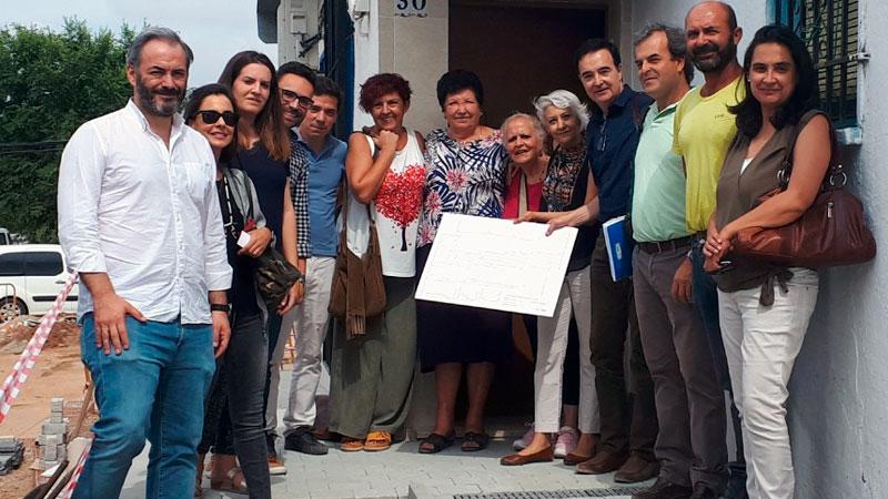 Un grupo de viviendas sociales de Badajoz serán más accesibles tras varias actuaciones en la calle