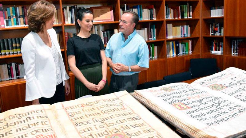 La Junta de Extremadura recupera la 'Biblioteca de Yuste', que vuelve al Monasterio
