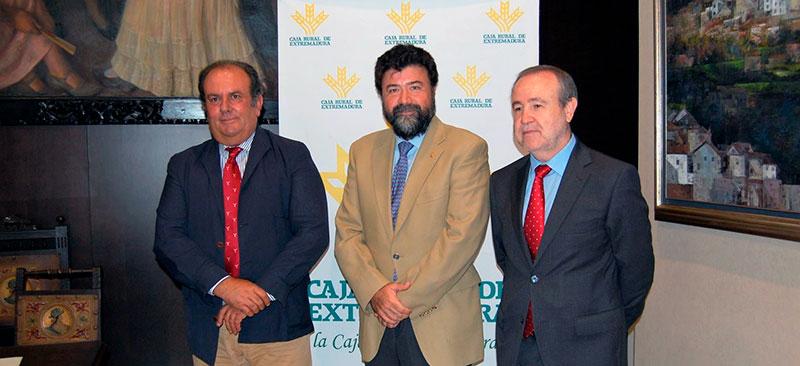 Caja Rural de Extremadura y la Confederación Regional Empresarial Extremeña firman un convenio de colaboración
