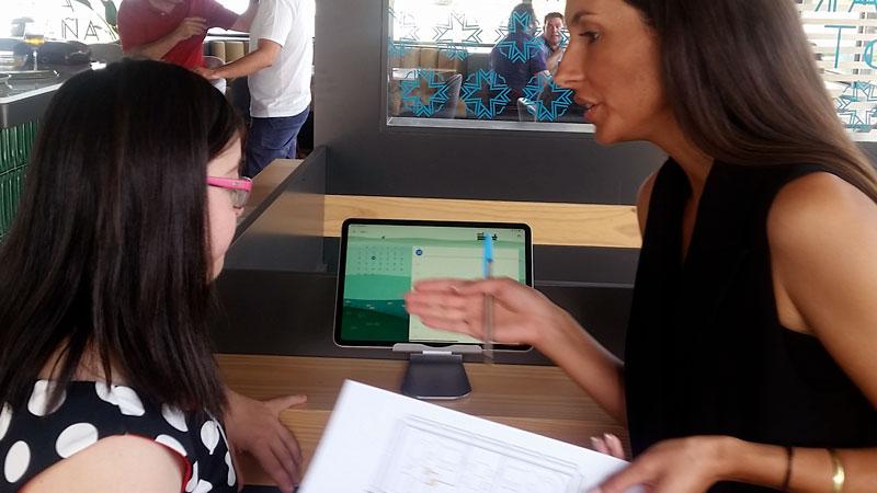 Dos jóvenes con Síndrome de Down se incorporan a la plantilla de un restaurante emeritense