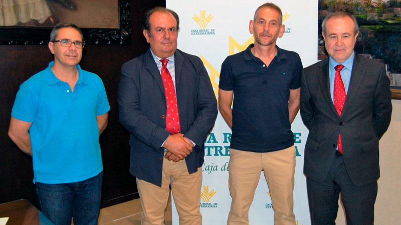 Caja Rural de Extremadura renueva su convenio de colaboración con el Club Maratón Badajoz