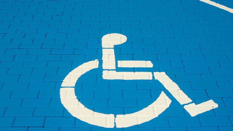 Mérida dispone de más de 150 plazas de aparcamiento para personas con movilidad reducida