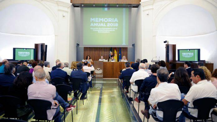 El Consejo Económico y Social presenta su Memoria Socioeconómica de 2018. Grada 137. Asamblea de Extremadura