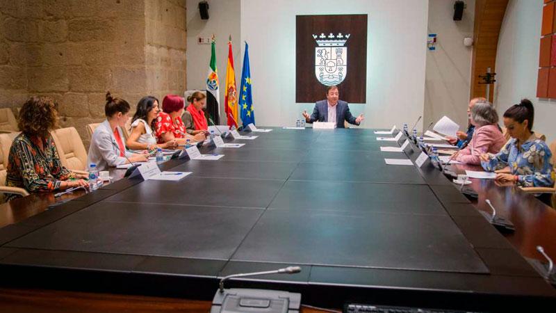 La Junta de Extremadura convocará subvenciones destinadas a proyectos de comercio electrónico y TIC