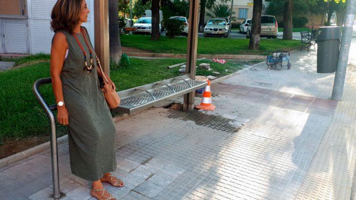 Las paradas de autobuses de Badajoz contarán con apoyos isquiáticos para mejorar su accesibilidad
