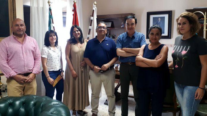 Apamex colaborará con el Ayuntamiento de Almendralejo en accesibilidad y empleo