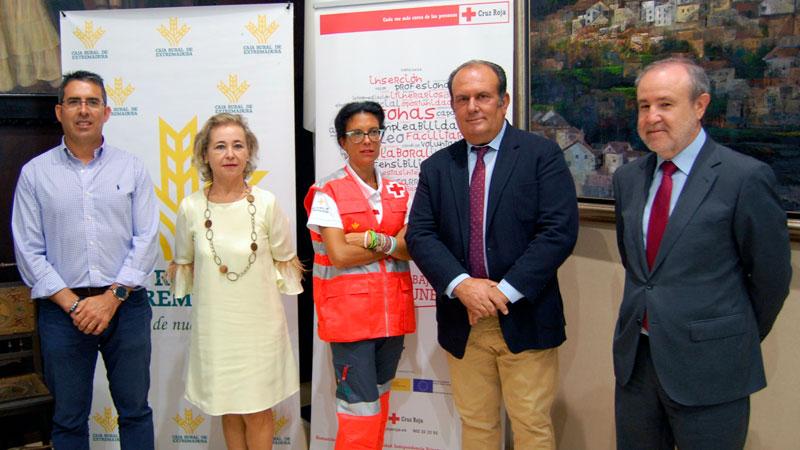 El plan de empleo de Caja Rural de Extremadura y Cruz Roja beneficia a más de 500 personas