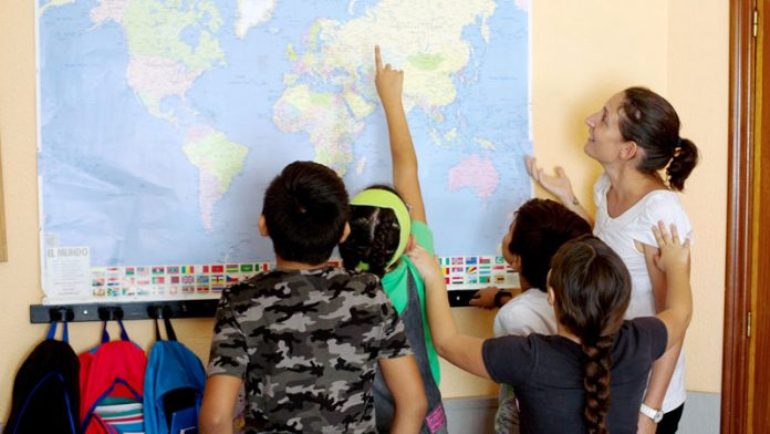 La Caixa facilita material escolar a 85.000 menores en situación vulnerable