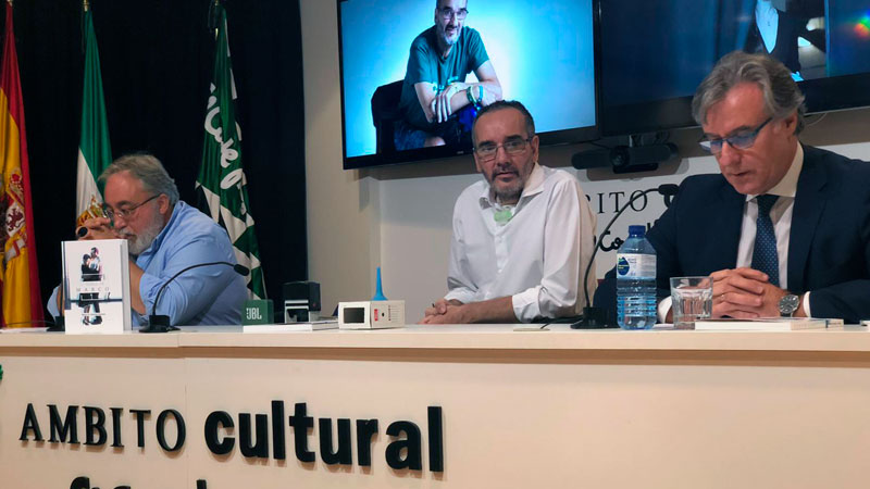 Marco Sánchez presenta su libro 'La novELA de Marco' en El Corte Inglés de Badajoz