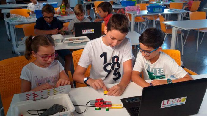 La Asociación de la Empresa Familiar ha organizado un taller de robótica en Elvas