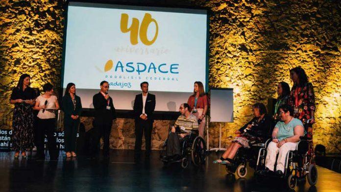 Cuarenta años de Aspace Badajoz. Mucho conseguido, todo por conseguir. Grada 138. Primera fila