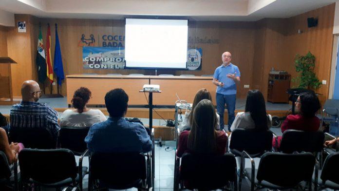 Antonio Gil Aparicio ofrece una charla sobre cine y discapacidad en Cocemfe Badajoz