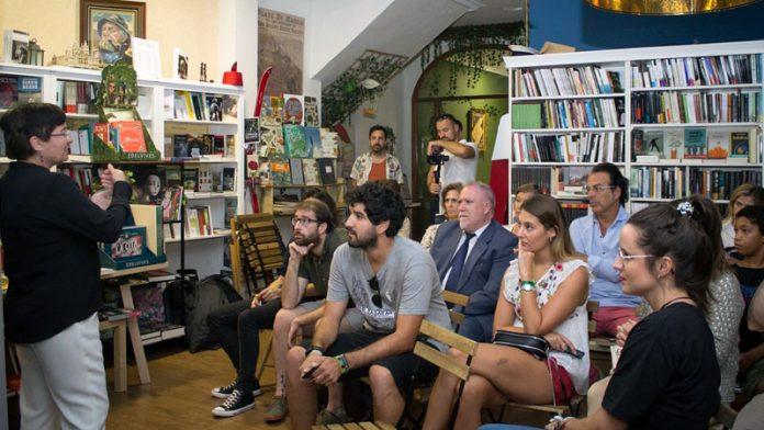 La actividad 'Café con Europa' acerca la realidad de la Unión Europea a los ciudadanos de Mérida