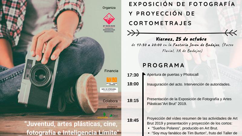Gala de presentación del proyecto 'Juventud, artes plásticas, cine, fotografía e inteligencia límite' en Badajoz