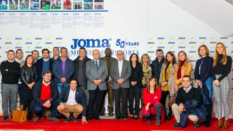 Empresas familiares extremeñas visitan Joma Sport, referente en el equipamiento deportivo