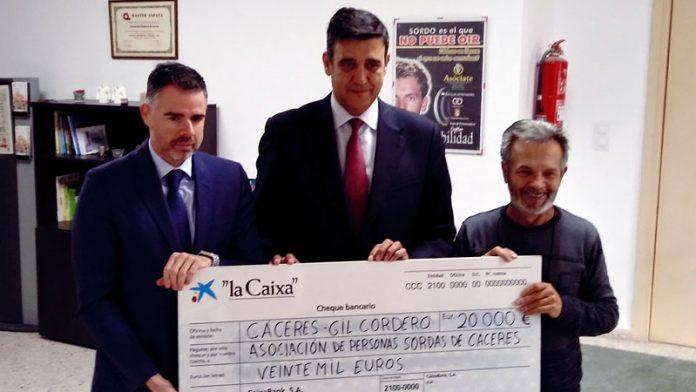 CaixaBank colabora con la Asociación de Personas Sordas de Cáceres para mejorar sus instalaciones