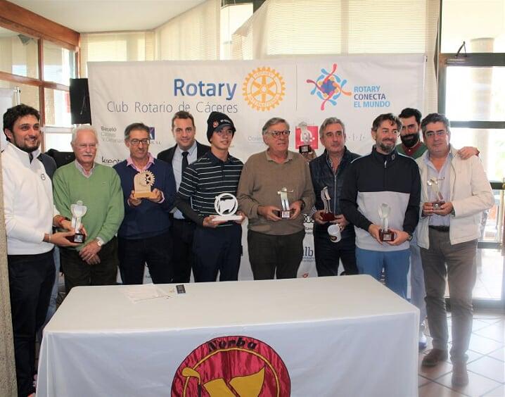 El Club Rotary de Cáceres recauda 1.500 euros en su torneo benéfico de golf
