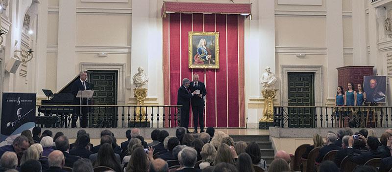 Pedro Cruz recibe la Medalla de oro de la Fundación Yehudi Menuhin. Foto: Fundación Yehudi Menuhin