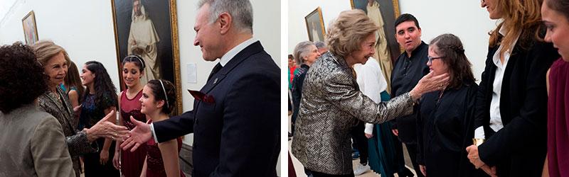 Su Majestad la Reina Sofía saluda a los chicos del ballet y a Pedro Cruz. Fotos: Cedidas