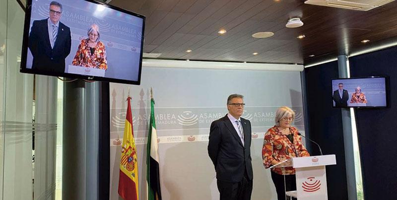 Esteban Serrano y Aurora Venegas, durante su comparecencia en la Asamblea. Foto: Junta de Extremadura