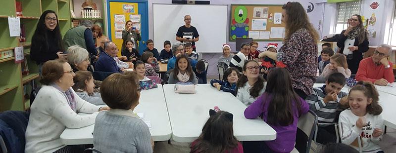 Actividades entre los alumnos y los mayores. Foto: Cedida