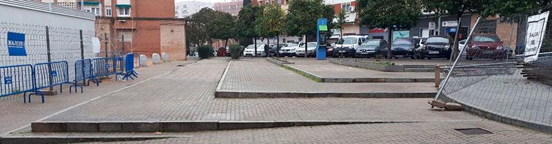 Imagen de los desniveles de los aledaños de la plaza de Santa Marta. Foto: Cedida