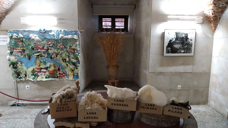 Exposición de Mujeres Creando Museo Etnográfico y Textil en Plasencia