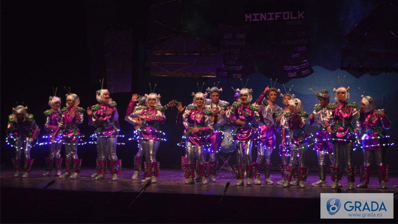 Los Minifolk cablean a todo el mundo - Coros y danzas