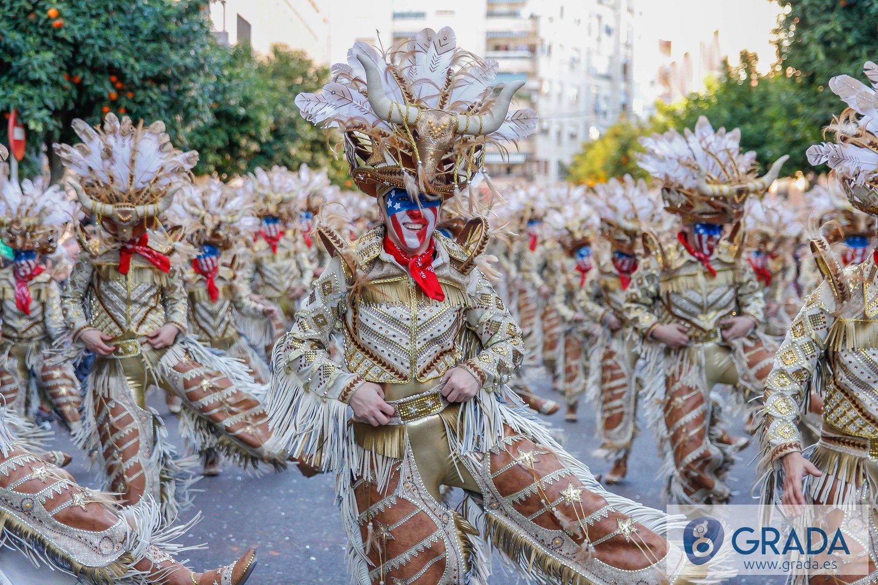 Momento del desfile de comparsas del carnaval de Badajoz 2020