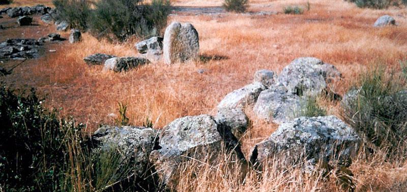 Restos de un poblado calcolítico a escasos metros del convento. Foto: Cedida